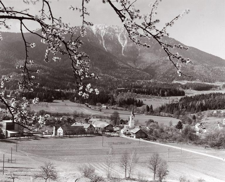 Razglednica Kotelj z Uršljo goro v ozadju